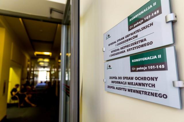 Na terenie Podlaskiego liczba cudzoziemców od czerwca 2017 roku wzrosła o 74 proc. Na zdjęciu: referat cudzo ziemców w urzędzie wojewódzkim