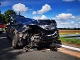 """Wypadek na krajowej """"6"""". Samochód osobowy zderzył się z autem dostawczym [ZDJĘCIA]"""