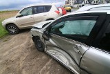 Wypadek toyoty i BMW na wrocławskich Złotnikach (ZDJĘCIA)