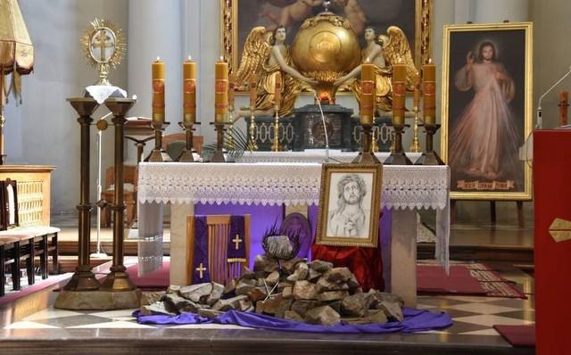 Na portalu echodnia.eu będziemy transmitować uroczystości Triduum Paschalnego i sumę w Poniedziałek Wielkanocny z najstarszego polskiego sanktuarium na Świętym Krzyżu.