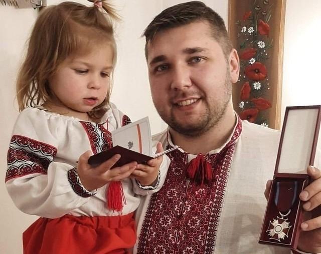 Pan Piotr swoją pasją zaraża także dwuletnią córeczkę.