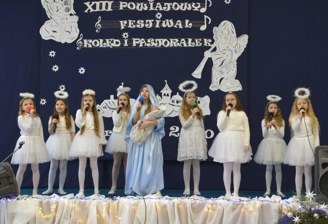 W XII Powiatowym Festiwalu Kolęd i Pastorałek w Andrzejewo wystąpiło 132 uczniów