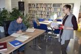 Biblioteka w Radziejowie - Gdy jest przerwa w wypożycznaiu książek - jest czas, żeby je policzyć