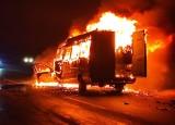 Opole. Tragiczny wypadek na obwodnicy. Obok Makro bus z koszykarkami z Brzegu zderzył się z seatem. Jedna osoba nie żyje, siedem rannych