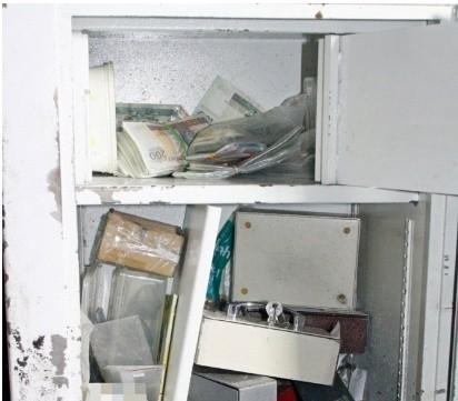 Złodziej schował sejf na terenie kamionki Piast w Opolu. Zawiózł go tam na skradzionym ze sklepu wózku.