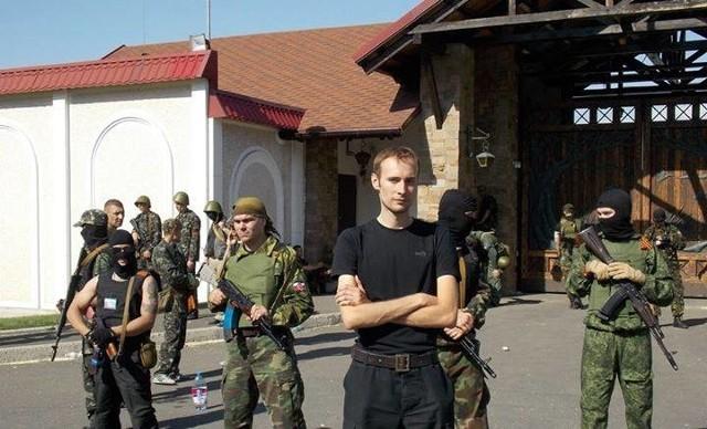 – Do powstańczego Donbasu udaliśmy się jako czasopismo informacyjne Xportal.pl, gdzie w zwyczajnym trybie uzyskaliśmy akredytację – mówi Bartosz Bekier (w środku). – Misja rozpoczęła się w drugiej połowie maja i posiada charakter ciągły, choć nasi dziennikarze nie przebywają w separatystycznej Noworosji przez cały czas.