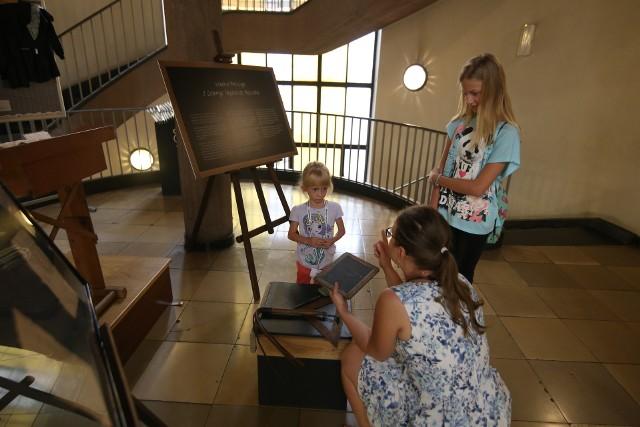 Muzeum Górnośląskie w Bytomiu zakupiło zabytkową ławeczkę szkolną