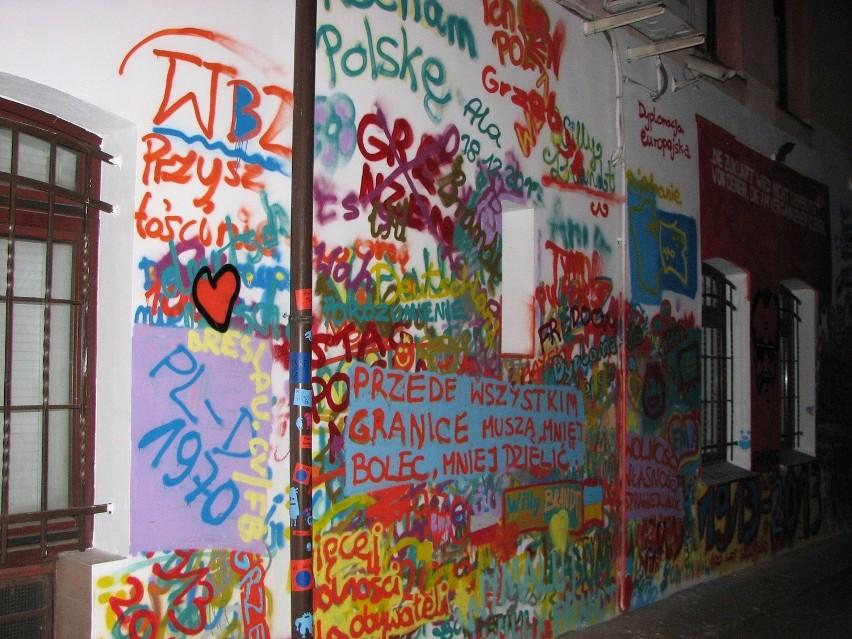 Nowy mural przy moście Uniwersyteckim. Zobacz, jak wygląda (ZDJĘCIA)