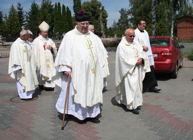 Mszę koncelebrowało kilku kapłanów.