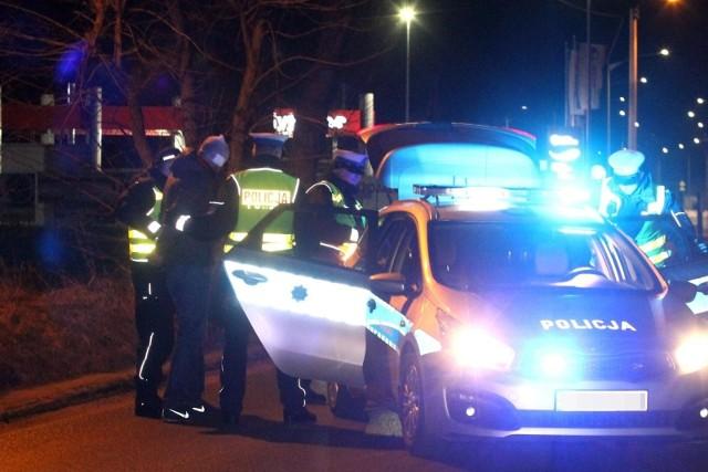 Kierowca potrącił policjantkę! Policjanci oddali strzały! Pościg na ulicach Czerwionki i Żor!