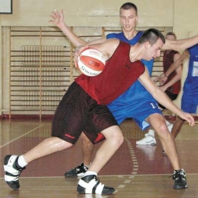 Łukasz Kaczanowski (z piłką) ma spore szanse na wywalczenie sobie miejsca w składzie bielskiego Tura