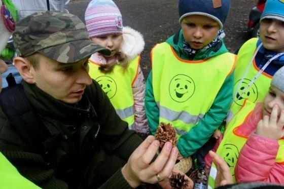 Święto Drzewa było dla przedszkolaków okazją do poznania ciekawostek o lesie