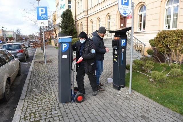 Wymiana parkometrów na nowe właśnie trwa