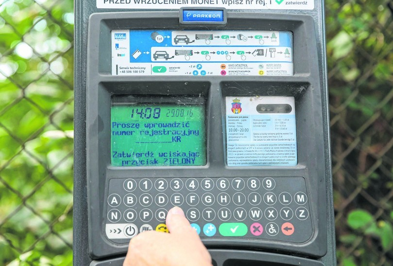 Z parkomatów może zniknąć obowiązek wpisywania numeru rejestracyjnego auta.