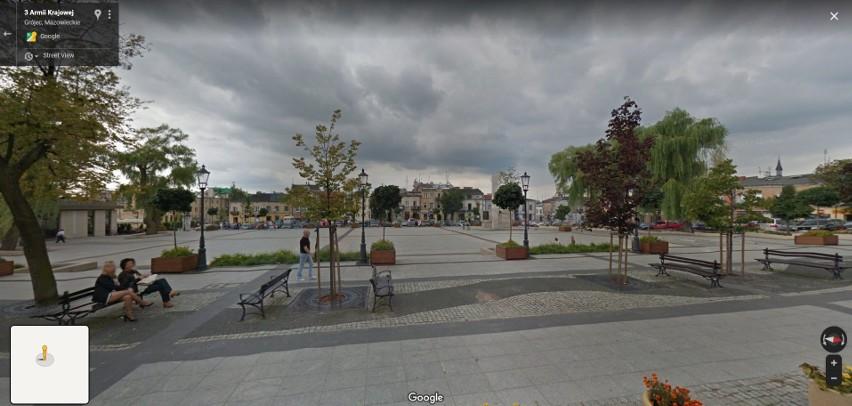 W programie Google Street View automatycznie zamazywane są...