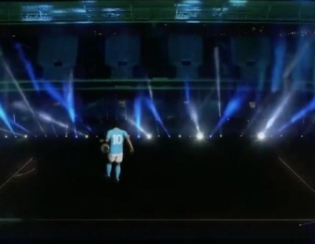 Diego Maradona znów wrócił na boisko - niestety, to tylko hologram Boskiego Diego