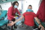 W sobotnie popołudnie chętni oddawali krew przed centrum Outlet Park na ul. Struga w Szczecinie