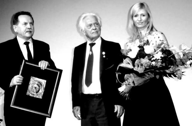 III Lubliniecka Gala Wolontariatu 2015. Jan Czwortek w środku