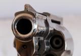 Legalnie zdobył rewolwer i zastrzelił syna. Dostęp do broni to nie problem, jak to możliwe?
