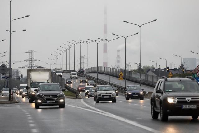 Wiemy już, które marki samochodów cieszyły się największą popularnością w Polsce w 2020 roku. Instytut Badań Rynku Motoryzacyjnego SAMAR sprawdził, jakie auta były najczęściej rejestrowane w minionym roku. Okazało się, że Polacy zdecydowanie kochają dwie marki. Przejdź dalej i sprawdź TOP 10 marek --->