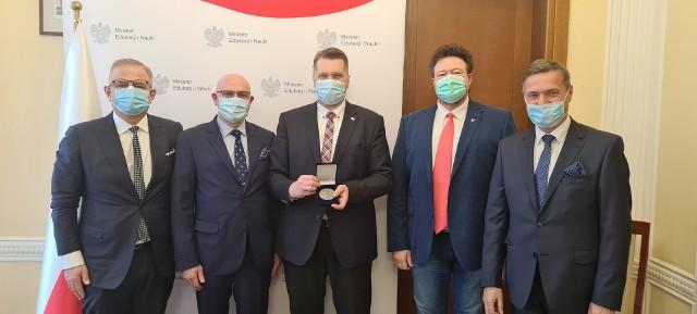 Od lewej: Andrzej Kwiecień, Sławomir Bukowski. Przemysław Czarnek, Leszek Markuszewski i Sławomir Baćkowski.