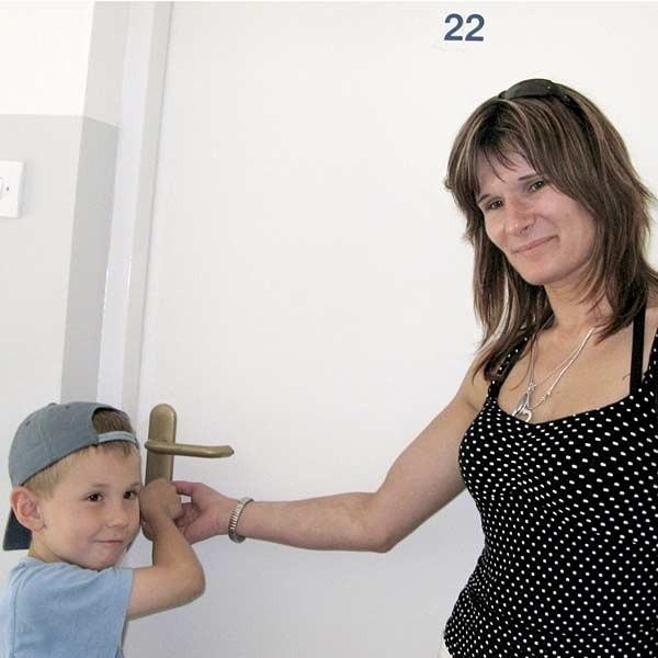 Iwona Gesing i jej najmłodszy syn, Krystian, już nie mogą się doczekać przeprowadzki. Mają nadzieję, że to będzie ich ostatnia przeprowadzka.