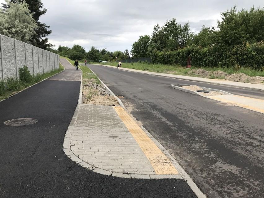 Na ul. Legionów Polskich gotowa jest m.in. ścieżka rowerowa po jednej stronie jezdni oraz chodnik pod drugiej stronie, a także nawierzchnia samej jezdni.