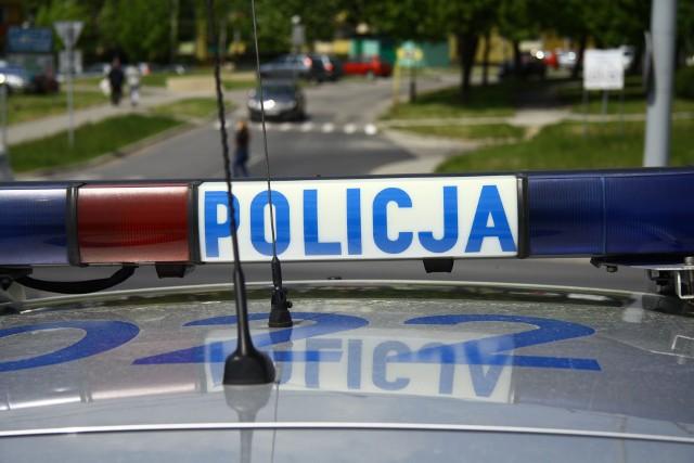 Policjanci z ruchu drogowego zatrzymali do kontroli kierującego samochodem marki Renault