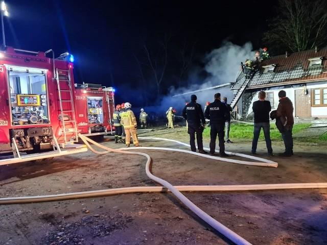 Strażacy walczyli z pożarem domu jednorodzinnego w Gębarzowie Kolonii w gminie Skaryszew.
