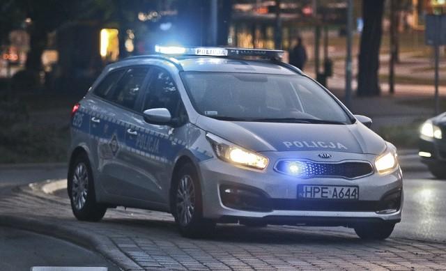 Zielonogórscy policjanci ustalili kierowcę, który w czwartek (15 września) potrącił kobietę na przejściu dla pieszych i uciekł z miejsca zdarzenia.