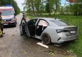 Wypadek w Kozłowicach. W aucie trzy osoby i nie wiadomo, kto był kierowcą. Jakie są pierwsze ustalenia