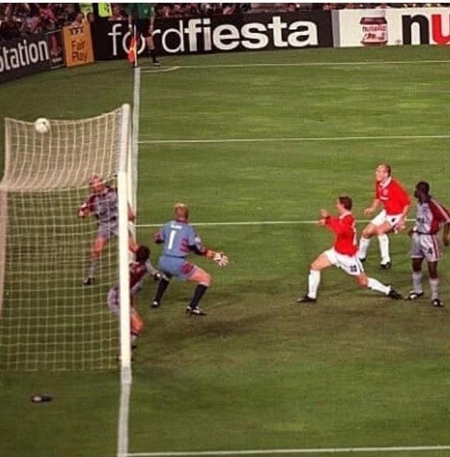 Manchester United - Bayern 2:1 (1999 r.) Szybki gol Bayernu,...