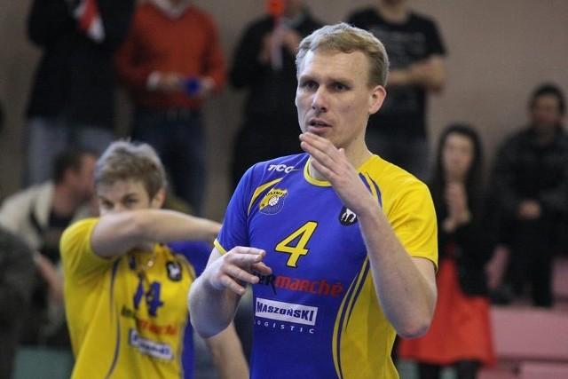 Łukasz Chajec (na pierwszym planie) pozostanie w nowym sezonie grającym trenerem Olimpii. W tle libero sulęcinian Grzegorz Pabich.