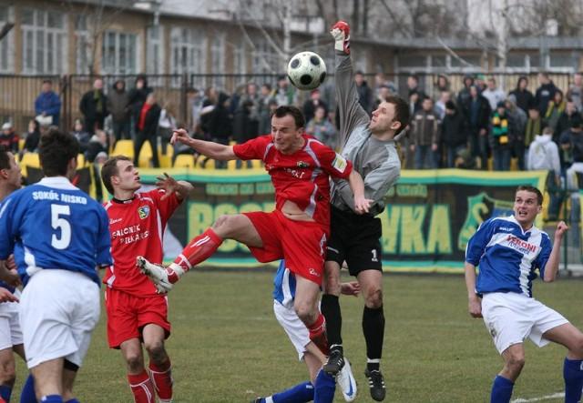 Piłkarze Siarki Tarnobrzeg i Sokoła Nisko zagrają w finale Pucharu Polski 20 maja na stadionie w Nisku.