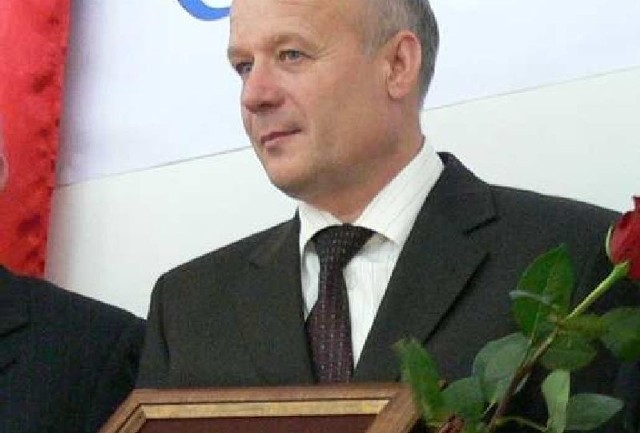 Prezes firmy Natur–Vit z Koperni Marek Płachta jest laureatem Orderu Błękitnej Nidy przyznawanym przez kapitułę za szczególne osiągnięcia dla rozwoju Powiatu Pińczowskiego.