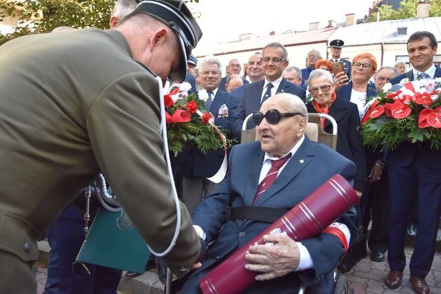 Generał Zdzisław Baszak ma 101 lat. Brał udział w bitwie pod Pszczyną, stał się też legendą ruchu oporu w regionie tarnowskim
