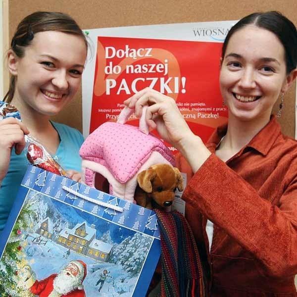 Marta Karaś i Dorota Staszewska: - Mamy już paczki dla 15 rodzin. Pomagają nie tylko mieszkańcy Rzeszowa, ale dostaliśmy np. dary od osób spod Dębicy i spod Łodzi.
