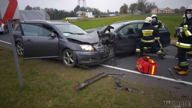 Wypadek w Kowalach. Na drodze krajowej nr 45 citroen zderzył się z toyotą. Ranne zostały trzy kobiety