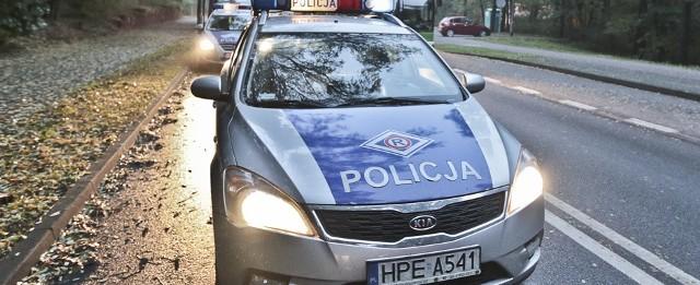 Policja zastała na miejscu puste auto, bez tablic rejestracyjnych