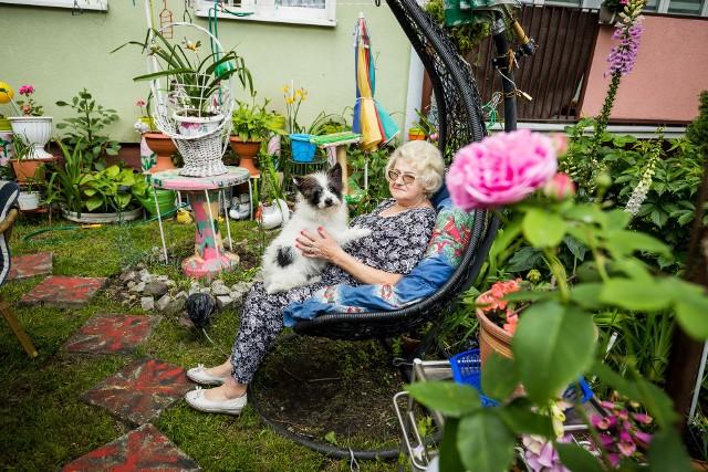 Pani Marianna o ogród na Kapuściskach dba od dwudziestu lat