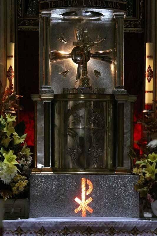 W kościele św. Antoniego w Sokółce konsekrowana Hostia zamieniła się w ludzkie serce, a stowarzyszenie racjonalistów złożyło zawiadomienie do prokuratury.