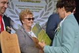 Podczas tego dorocznego święta plonów zarząd województwa przyznał Odznaki Honorowe Województwa.