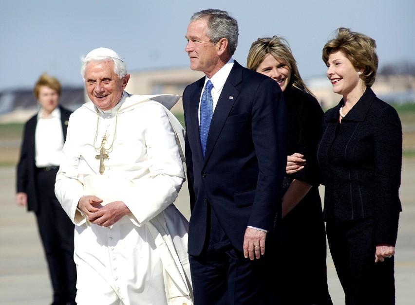 8. SMS-y od papieża...