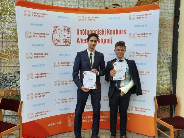 Konrad Kuleta i Kuba Urbański z Liceum im. J. Śniadeckiego w Kielcach wzięli udział w Ogólnopolskim Konkursie Wiedzy Biblijnej i zostali jego laureatami , pokonali kilkuset uczestników.