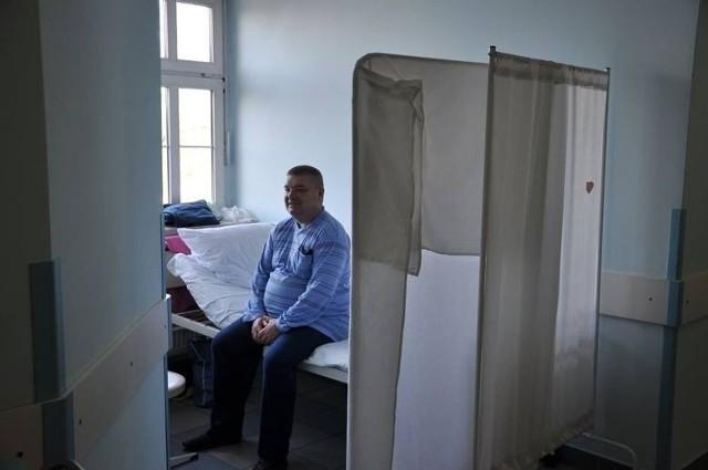 Pacjenci wrocławskich szpitali leczeni są na korytarzach, bo w salach brakuje miejsc