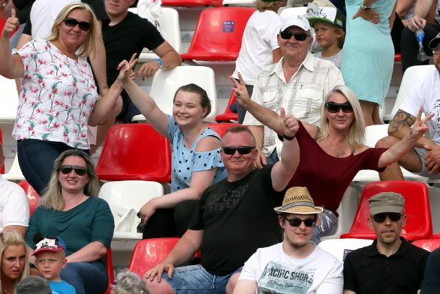 W meczu I ligi żużlowej Abramczyk Polonia Bydgoszcz przegrała ze Zdunkiem Wybrzeżem Gdańsk 43:46. Kibice zgromadzeni na stadionie przy ul. Sportowej oglądali ciekawe widowisko. Na kolejnych stronach zdjęcia kibiców>>>