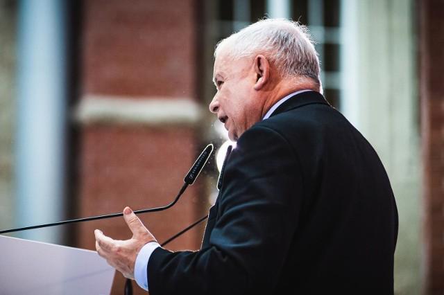 """Kaczyński podkreślił też, że w 2021 r. ogromna większość emerytów otrzyma dwie """"trzynastki""""."""