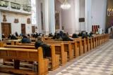 Wkrótce nowe obostrzenia, kościoły pozostaną otwarte. Krakowska kuria komentuje: kościoły są bezpieczne