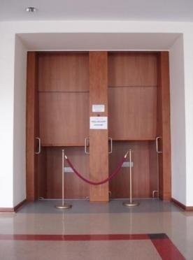 Nieczynna winda w Opolskim Urzędzie Wojewódzkim