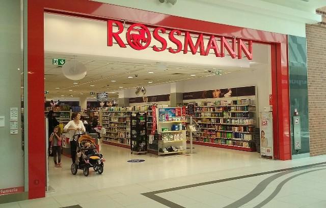 Promocja Rossmann 2+2. Lipiec 2019. Kiedy rozpocznie się promocja? Jakie są jej zasady? Wakacyjna promocja Rossmann przed nami